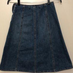 Dresses & Skirts - GAP 🛍 flattering denim A-line skirt